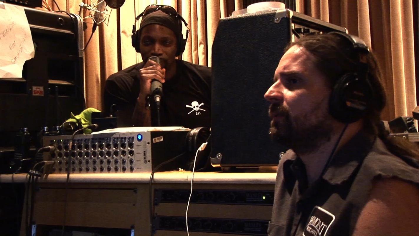 Derrick Green e Andreas Kisser durante a gravação do disco Kairos