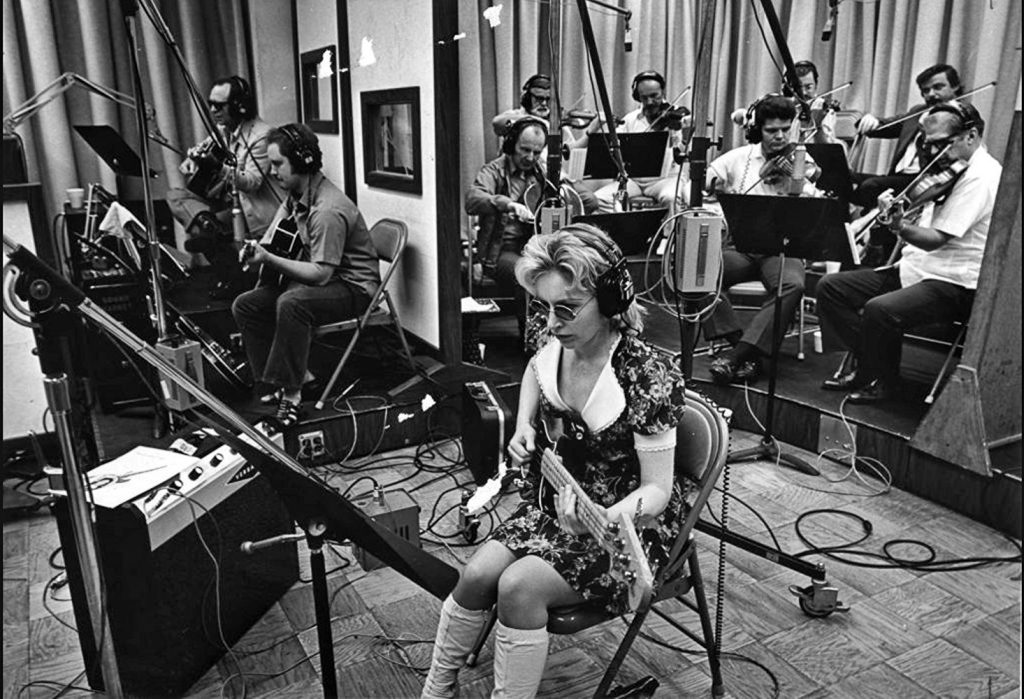Carol Kaye gravando com The Wrecking Crew