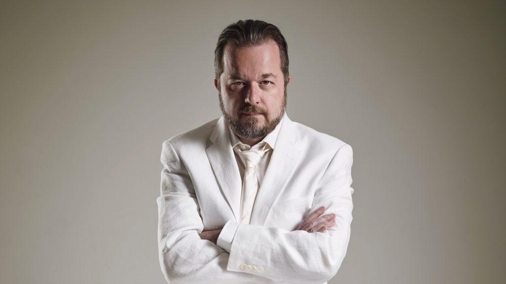 Corciolli comemora 25 anos de carreira em concerto no Auditório Ibirapuera em São Paulo